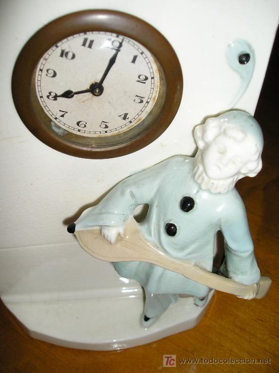 Relojes de carga manual: ANTIGUO RELOJ DE SOBREMESA DE CARGA MANUAL EN MAYOLICA CON FIGURA DE MUSICO - Foto 3 - 27482624