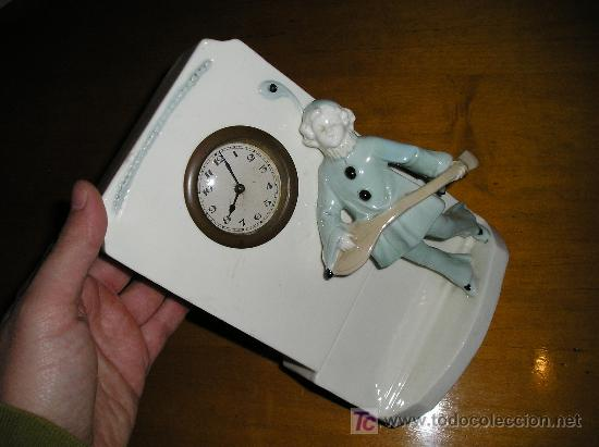 Relojes de carga manual: ANTIGUO RELOJ DE SOBREMESA DE CARGA MANUAL EN MAYOLICA CON FIGURA DE MUSICO - Foto 4 - 27482624