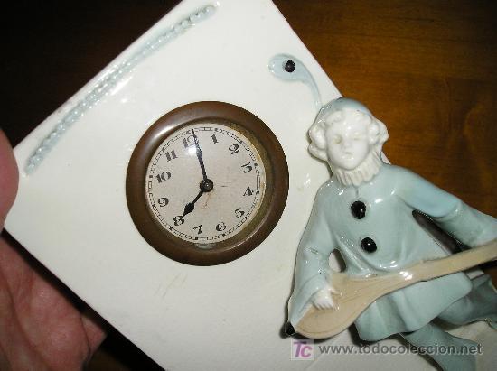 Relojes de carga manual: ANTIGUO RELOJ DE SOBREMESA DE CARGA MANUAL EN MAYOLICA CON FIGURA DE MUSICO - Foto 5 - 27482624