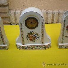Relojes de carga manual: RELOJ DE PORCELANA Y 2 PEANAS. Lote 8614226