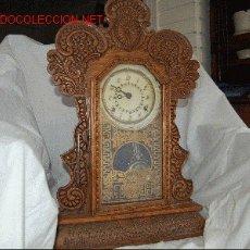 Relojes de carga manual: RELOJ DE MADERA DE ROBLE TALLADO. Lote 11575421