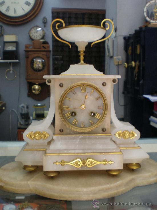 BELLO Y ELEGANTE RELOJ FRANCES SIGLO XIX. (Relojes - Sobremesa Carga Manual)
