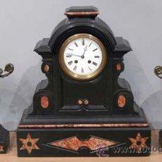 Relojes de carga manual: RELOJ SOBREMESA MÁRMOL NEGRO CON GUARNICIÓN S XIX FUNCIONA. Lote 159617646