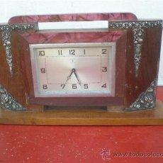 Relojes de carga manual: RELOJ MADERA ARTDECOR CON RELIEVES EN PLATA. Lote 19487914