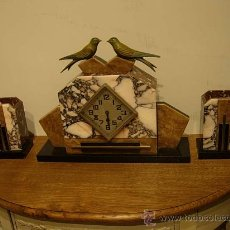 Relojes de carga manual: RELOJ ART DECO DE MARMOL CON DOS PAJARITOS EN CALAMINA Y DOS COPAS. Lote 27059897