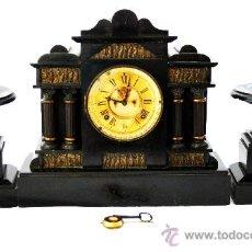 Relojes de carga manual: RELOJ INGLÉS DE MARMOL NEGRO Y BRONCE CON GUARNICIÓN - S. XIX. Lote 28422100