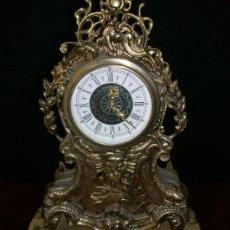 Relojes de carga manual: RELOJ BRONCE - NO FUNCIONA - PIE DE MADERA - MARCA GERMANY. Lote 28488325