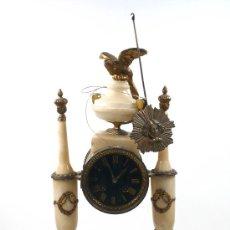 Relojes de carga manual: RELOJ DE SOBREMESA EN ALABASTRO Y METAL, 1900'S.. Lote 28875246