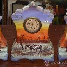 Relojes de carga manual: PRECIOSO RELOJ DE SOBREMESA EN PORCELANA FRANCESA PINTADA. DE 1920S. MARCA MINERVE.. Lote 29706498