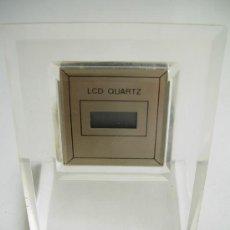 Relojes de carga manual: RELOJ DE SOBREMESA DIGITAL, QUARTZ. ASEMEJA METACRILATO. FUNCIONA PERFECTAMENTE, ESTÁ NUEVO.. Lote 30358802