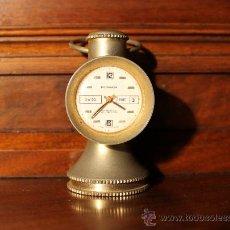 Relojes de carga manual: ANTIGUO RELOJ SOBREMESA FOSKA FABRICADO EN SUIZA CARGA MANUAL CALENDARIO A LAS TRES. Lote 31137558