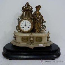 Relojes de carga manual: RELOJ FRANCES DE BRONCE U MARMOL CON BASE DE MADERA. Lote 31158392
