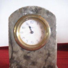 Relojes de carga manual: RELOJ ANTIGUO, EMBUTIDO EN PEDESTAL DE ALABASTRO O MARMOL BLANDO. MADE IN GERMANY. Lote 31357301