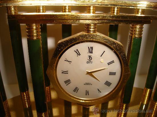 Relojes de carga manual: RELOJ DE MESA, DE METACRILATO Y BRONCE, MARCA DTI, CON ÁGUILA DE ADORNO, 20 POR 20CM - Foto 2 - 31600737
