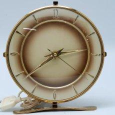Relojes de carga manual: RELOJ SOBREMESA ELECTRICO AÑOS 50 60 FUNCIONA. Lote 33059546