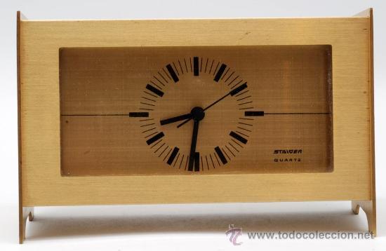 RELOJ SOBREMESA EN METAL DORADO STAIGER QUARZT AÑOS 70 FUNCIONA (Relojes - Sobremesa Carga Manual)