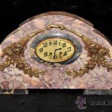 Relojes de carga manual: RELOJ DE SOBREMESA EN MÁRMOL DE EPOCA DECÓ CON SUS GUARNICIONES. MARCA ROUSELY. Lote 34735345
