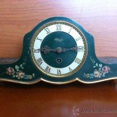 Relojes de carga manual: ANTIGUO RELOJ DE MADERA PINADO A MANO DE LA MARCA KIENZLE ( ALEMANIA ). Lote 35206130