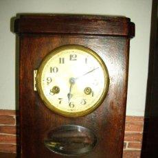 Relojes de carga manual: RELOJ DE SOBREMESA DE MADERA FUNCIONANDO . Lote 35616201