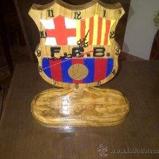 Relojes de carga manual: RELOJ ARTESANO CON MADERA DE OLIVO DEL FC. BARCELONA. Lote 36510373