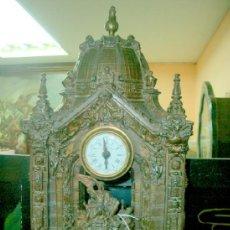 Relojes de carga manual: ANTIGUO RELOJ DE SOBREMESA EN CALAMINA.. Lote 36690522