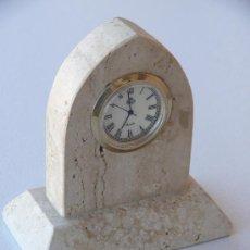 Relógios de carga manual: RELOJ DE MARMOL DE SOBREMESA DE 10 CM. DE LARGO.. Lote 36772600