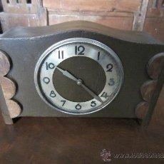 Relojes de carga manual: RELOJ DE SOBREMESA DE MADERA . Lote 37831157
