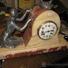 Relojes de carga manual: RELOJ ART DECO - MARMOL BICOLOR - CON FIGURA MUJER AÑOS 20 EN METAL. MAQUINA PARIS 8 DIAS CUERDA. FU. Lote 38012121
