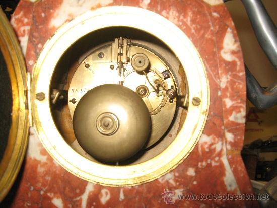 Relojes de carga manual: Reloj Art Deco - Marmol bicolor - con figura mujer años 20 en metal. Maquina paris 8 dias cuerda. FU - Foto 3 - 38012121