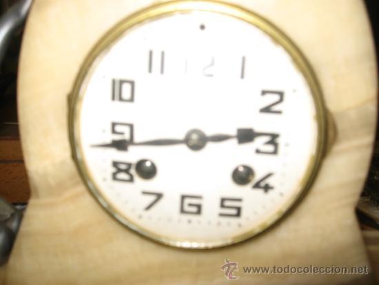 Relojes de carga manual: Reloj Art Deco - Marmol bicolor - con figura mujer años 20 en metal. Maquina paris 8 dias cuerda. FU - Foto 4 - 38012121