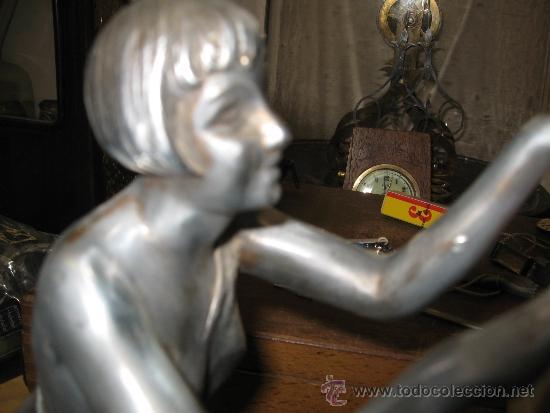 Relojes de carga manual: Reloj Art Deco - Marmol bicolor - con figura mujer años 20 en metal. Maquina paris 8 dias cuerda. FU - Foto 5 - 38012121