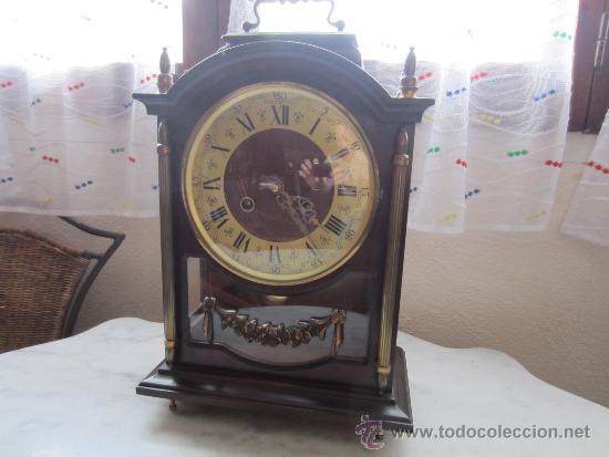 RELOJ SOBREMESA CAJA DE MADERA Y CRISTAL (Relojes - Sobremesa Carga Manual)