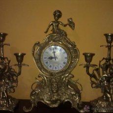 Relojes de carga manual: RELOJ BRONCE CARGA MANUAL CON GUARNICION CANDELABROS. Lote 39402250