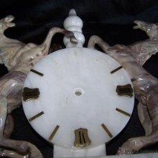 Relojes de carga manual: DE SOBREMESA, RELOJ DE MARMOL Y ALABASTRO, MUY GRANDE, CON DOS CABALLOS DE ALABASTRO. Lote 39448022