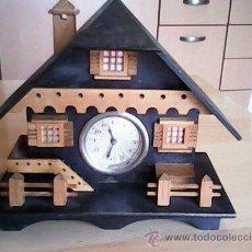 Relojes de carga manual: ANTIGUO RELOJ SOBRE MESA CARGA MANUAL.HECHO A MANO UNA CASITA DE MADERA, MAD.GERMANY.FUNCIONA PERFEC. Lote 40488474
