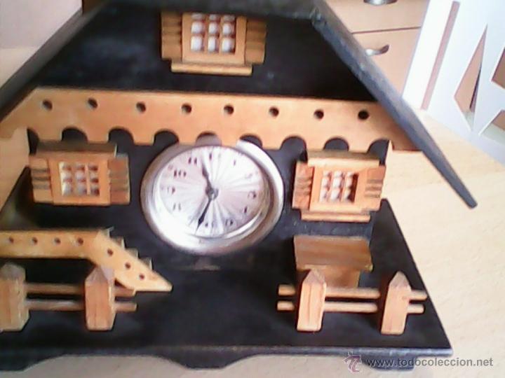 Relojes de carga manual: ANTIGUO RELOJ SOBRE MESA CARGA MANUAL.HECHO A MANO UNA CASITA DE MADERA, MAD.GERMANY.FUNCIONA PERFEC - Foto 2 - 40488474