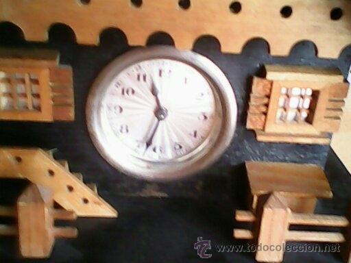 Relojes de carga manual: ANTIGUO RELOJ SOBRE MESA CARGA MANUAL.HECHO A MANO UNA CASITA DE MADERA, MAD.GERMANY.FUNCIONA PERFEC - Foto 3 - 40488474
