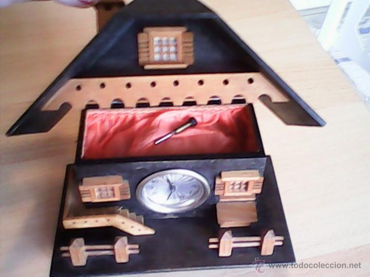Relojes de carga manual: ANTIGUO RELOJ SOBRE MESA CARGA MANUAL.HECHO A MANO UNA CASITA DE MADERA, MAD.GERMANY.FUNCIONA PERFEC - Foto 5 - 40488474