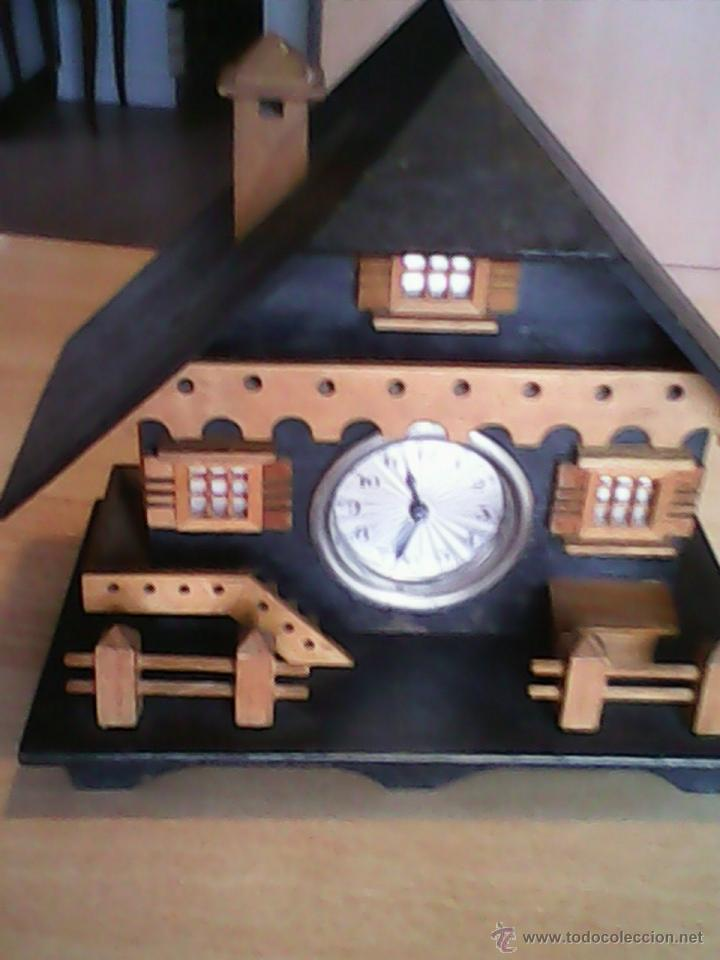 Relojes de carga manual: ANTIGUO RELOJ SOBRE MESA CARGA MANUAL.HECHO A MANO UNA CASITA DE MADERA, MAD.GERMANY.FUNCIONA PERFEC - Foto 12 - 40488474
