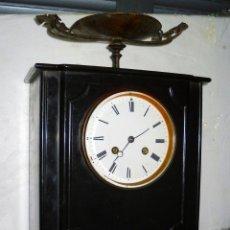 Relojes de carga manual: RELOJ DE MARMOL NEGRO CON COPA DE BRONCE - BUENA CONSERVACION.. Lote 40650886