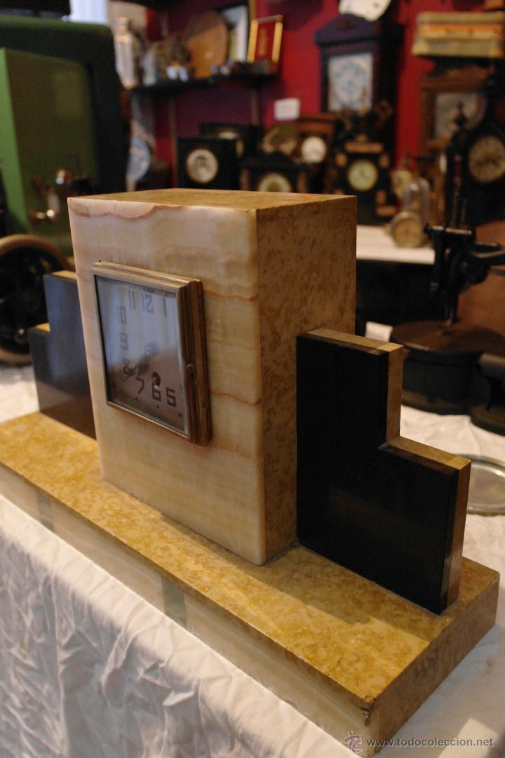 RELOJ ART DECO MARMOL MODERNISTA (Relojes - Sobremesa Carga Manual)