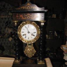 Relojes de carga manual: RELOJ DE SOBREMESA PÓRTICO NAPOLEON III CON MARQUETERÍA, MÁQUINA PARIS - ALQUILADO BOOMERANG. Lote 37688623