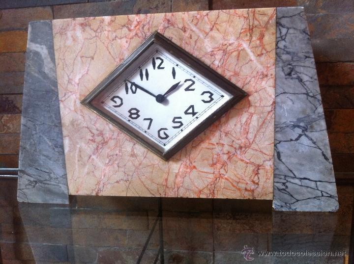 PRECIOSO Y ELEGANTE ANTIGUO RELOJ DE MESA ESTILO ART DECO AÑOS 30 / 40 DE MARMOL (Relojes - Sobremesa Carga Manual)