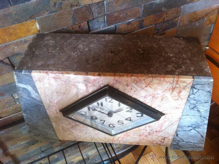 Relojes de carga manual: Precioso y elegante antiguo reloj de mesa estilo art deco años 30 / 40 de marmol - Foto 3 - 43234047