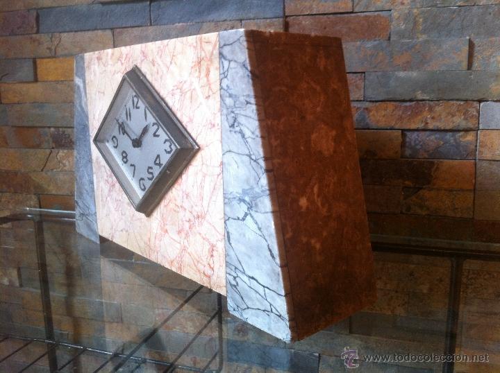 Relojes de carga manual: Precioso y elegante antiguo reloj de mesa estilo art deco años 30 / 40 de marmol - Foto 4 - 43234047