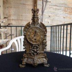 Relojes de carga manual: ANTIGUO RELOJ DE SOBREMESA EN CALAMINA. Lote 44109121