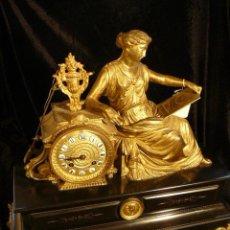 Relojes de carga manual: RELOJ PÉNDULO DE SOBREMESA CALAMINA DORADA. Lote 44198254