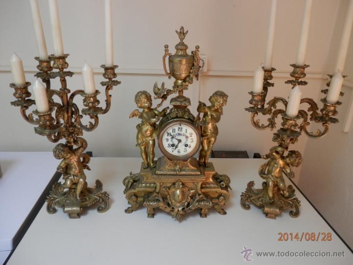 RELOJ BRONCE CON CANDELABROS (Relojes - Sobremesa Carga Manual)