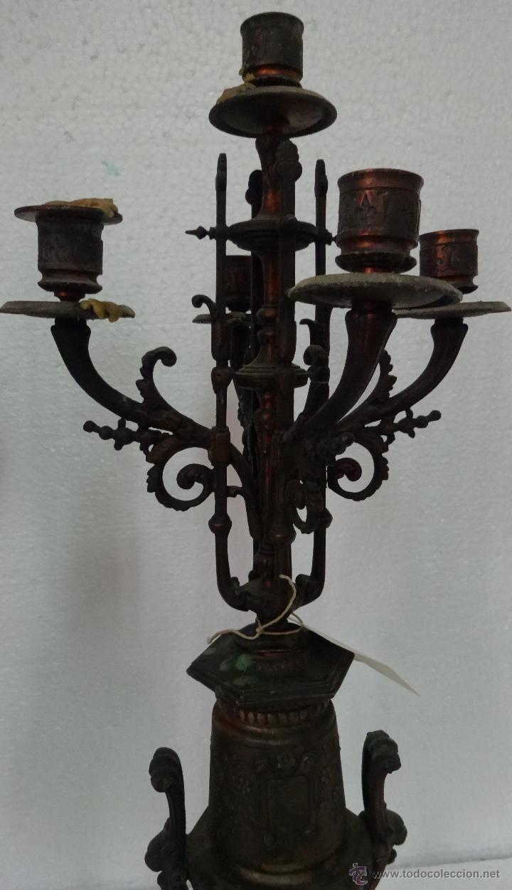 Relojes de carga manual: GUARNICIÓN DE RELOJ Y DOS CANDELABROS CUATRO LUCES SIGLO XIX, 6000-201 - Foto 9 - 43452509