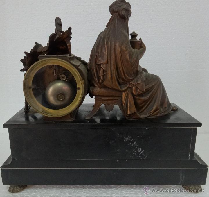 Relojes de carga manual: GUARNICIÓN DE RELOJ Y DOS CANDELABROS CUATRO LUCES SIGLO XIX, 6000-201 - Foto 15 - 43452509